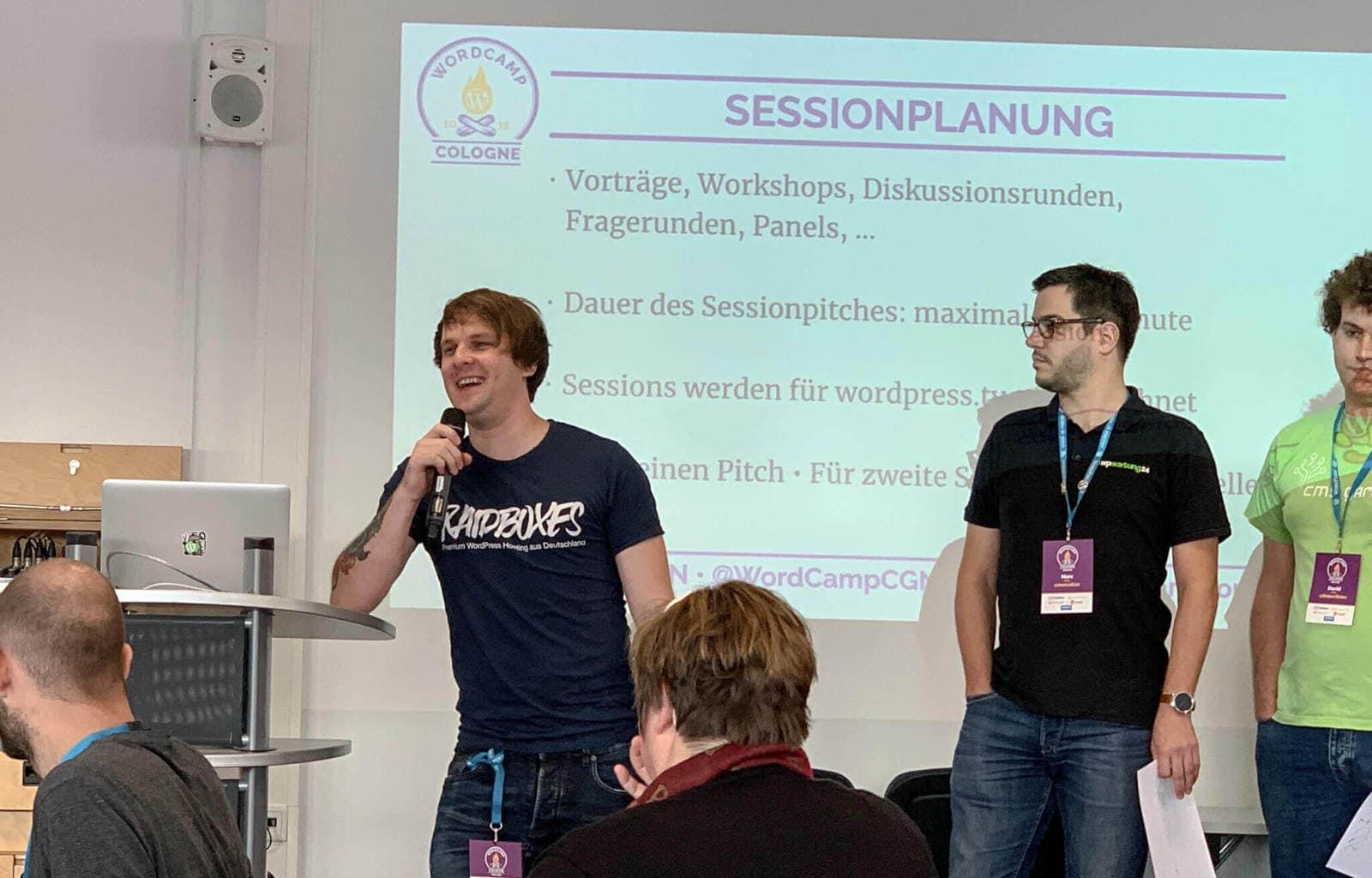 WordCamp Köln: Matthias von RAIDBOXES beim Session-Pitch